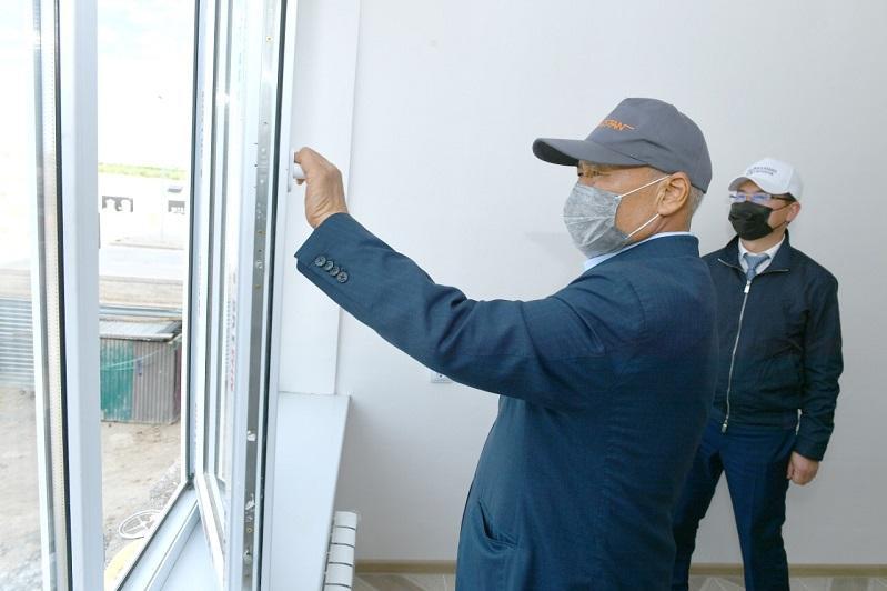 Умирзак Шукеев проинспектировал качество новых квартир в Туркестане