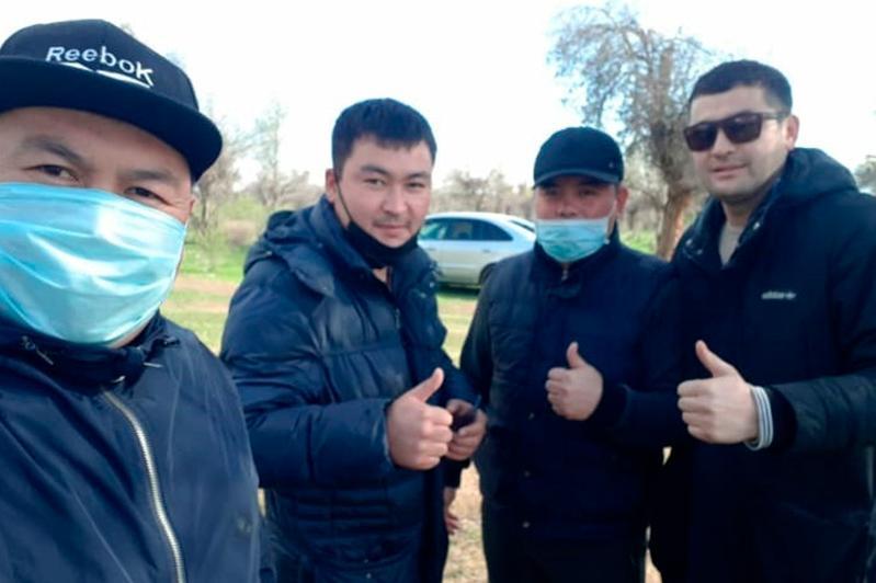 Акима сельского округа в Туркестанской области наказали за участие в пикнике во время ЧП