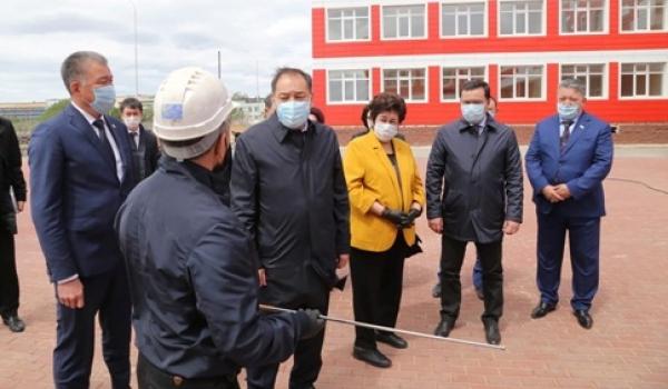 副总理托赫詹诺夫对杰兹卡兹甘市和乌勒套县进行了工作视察