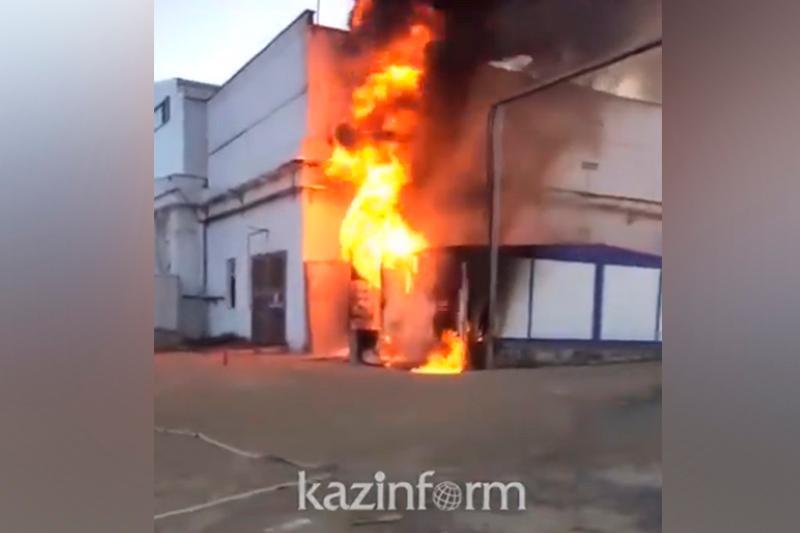На территории золотоизвлекательной фабрики в Аксу сгорел трансформатор