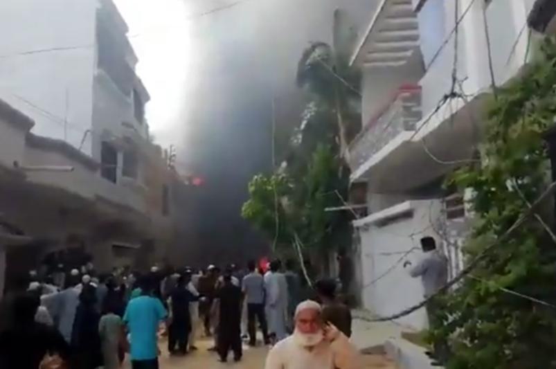 Пассажирский самолет разбился в Пакистане