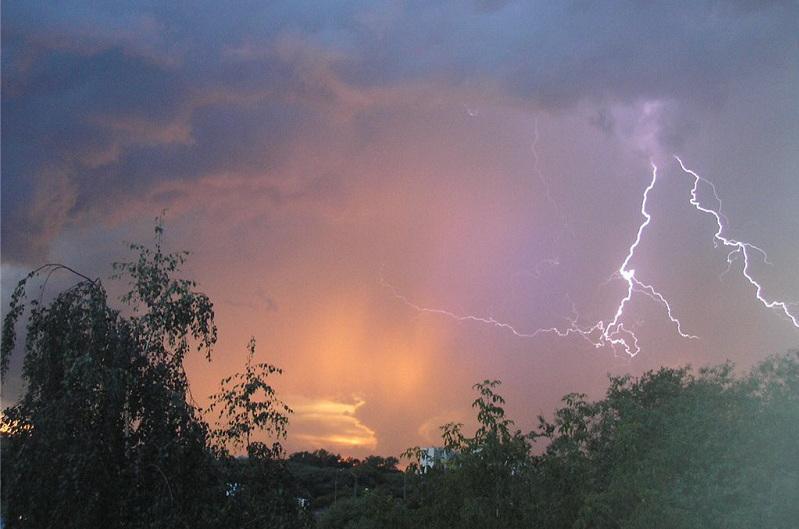 В семи регионах страны объявлено штормовое предупреждение