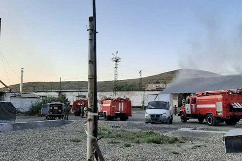 Склад горит в Усть-Каменогорске