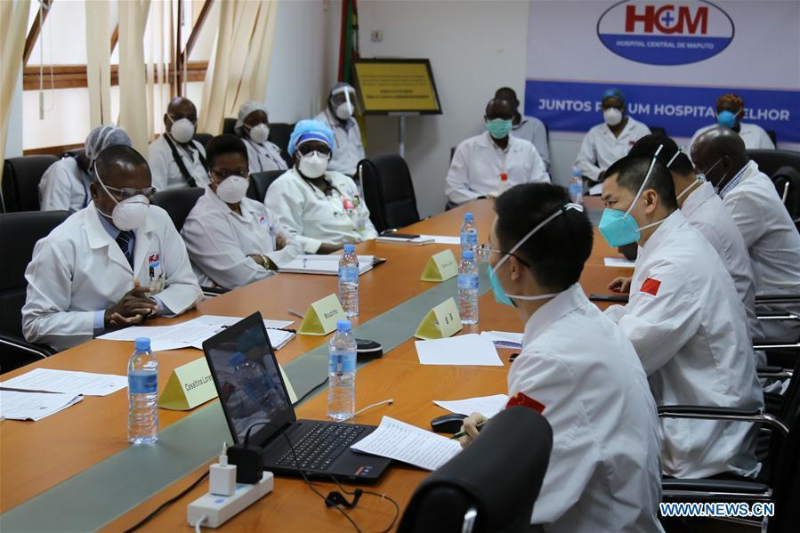 Chinese experts share experience with Mozambican doctors on COVID-19 response