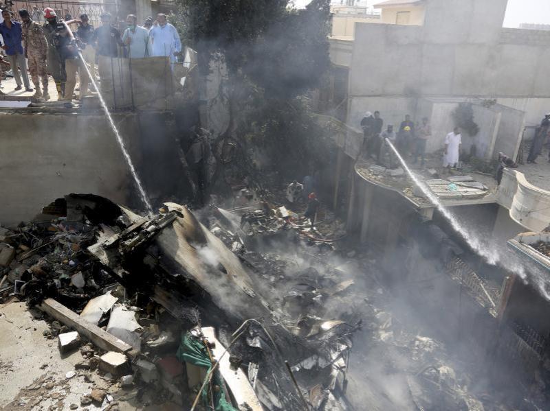 巴基斯坦坠机事故已致至少35人死