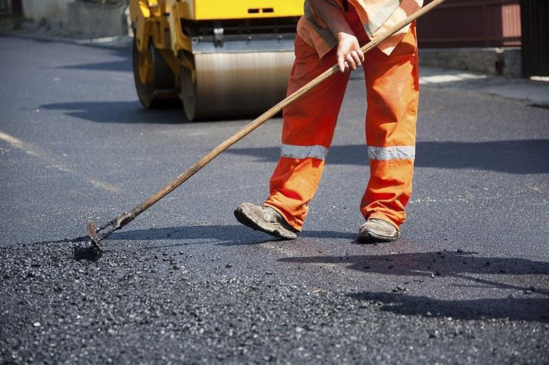 На более 1000 км казахстанских дорог в этом году проведут средний ремонт