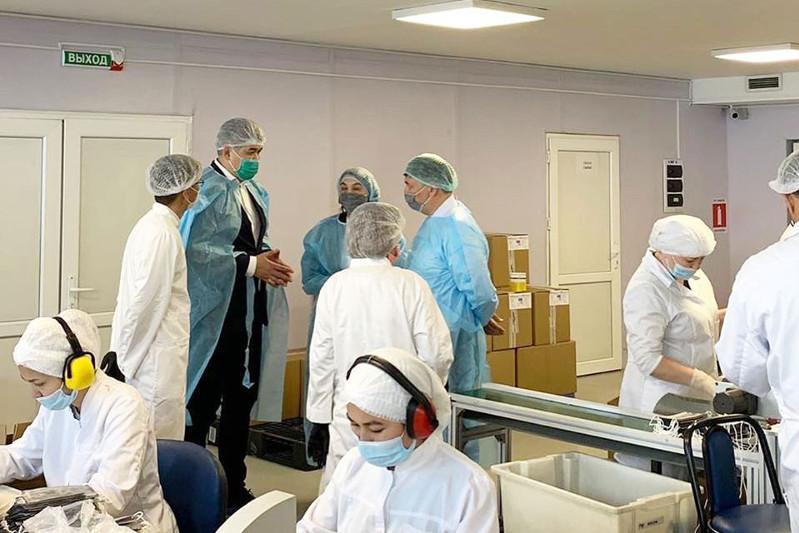 Біртанов: Халық пен медицина қызметкерлерін медициналық қорғаныс құралымен қамтамасыз ету қажет⠀