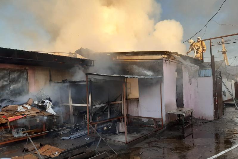 Пожар произошел на рынке в Жетысае