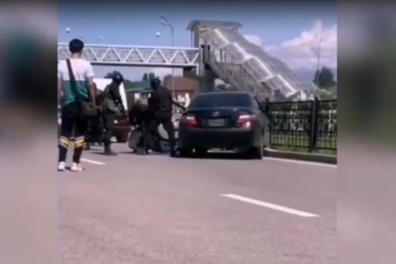 Задержание мужчины бойцами спецназа, прокомментировали в полиции Алматы