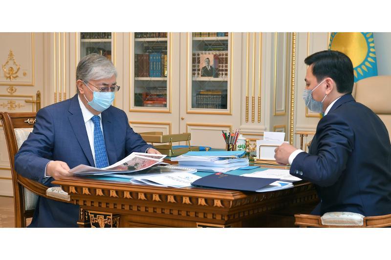托卡耶夫总统接见努尔苏丹市市长