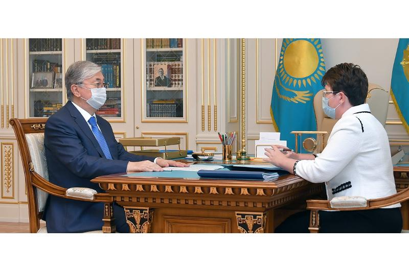 托卡耶夫总统接见审计监督委员会主席