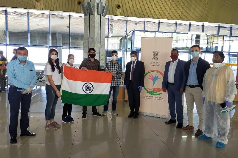 印度从哈国接回部分该国公民