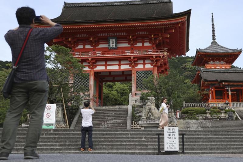Жапония туристер шығынын өтеп бермек