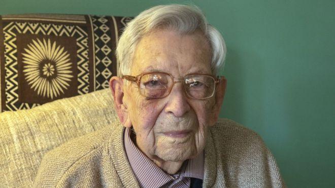 В Британии умер самый старый мужчина в мире