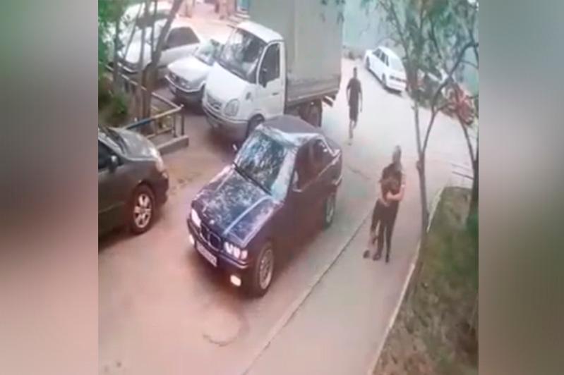 Мужчина пытался украсть мальчика: в полиции прокомментировали видео