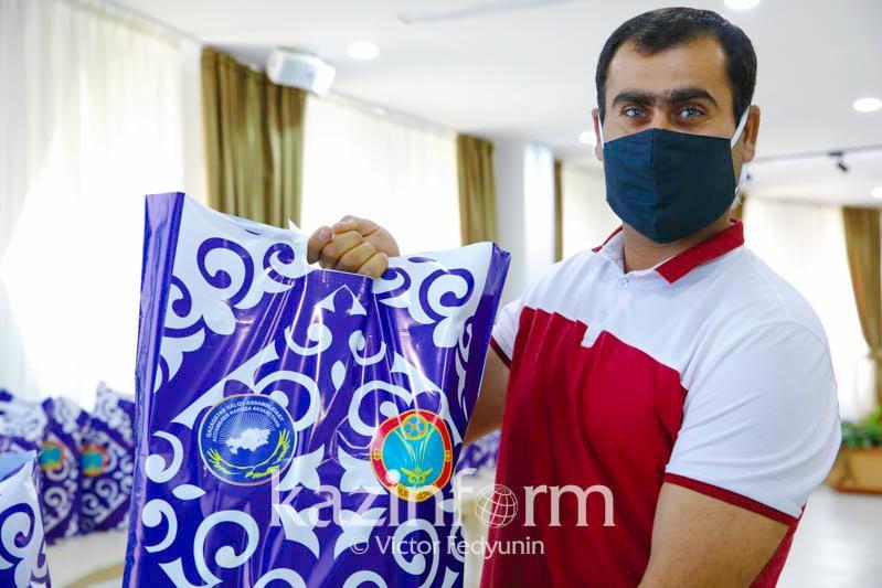 Столичные дети из малообеспеченных семей получили подарки от АНК к 1 июня