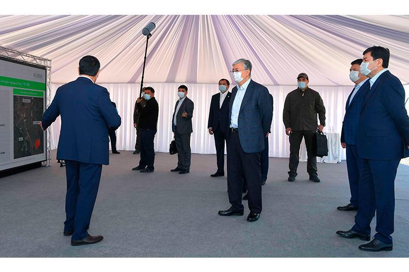 Глава государства посетил солнечную электростанцию в Акмолинской области