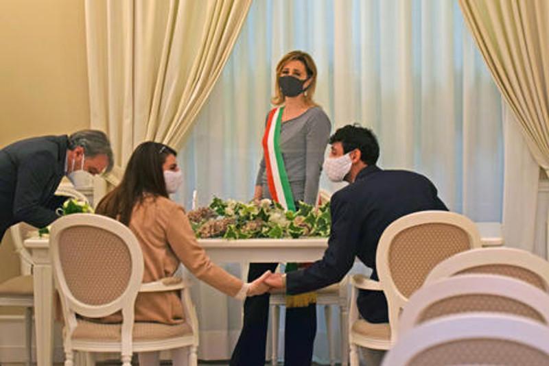 Weddings restart in Campania and Puglia