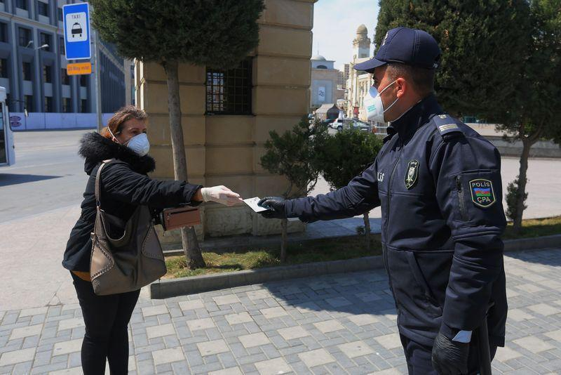 В Азербайджане продлили режим карантина до 15 июня