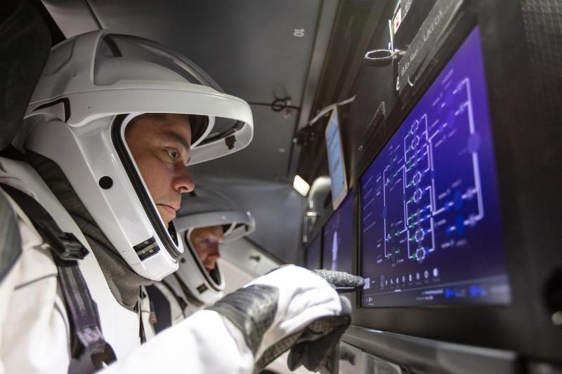 Весь путь корабля Илона Маска до МКС покажут в прямом эфире