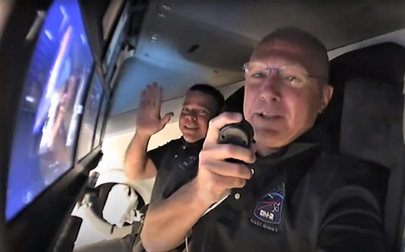 Экипаж корабляCrewDragonперешел на борт МКС спустя три часа после стыковки