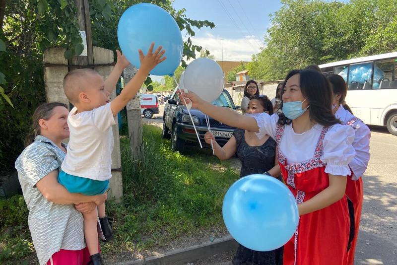 Сен жалғыз емессің: Алматыда мүгедек балаларға арналған акция өтті