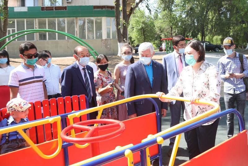 Инклюзивные детские игровые площадки установили в Таразе
