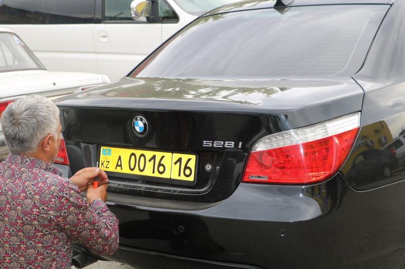 Первые номера выдали владельцам ввезенных из Армении автомобилей в ВКО