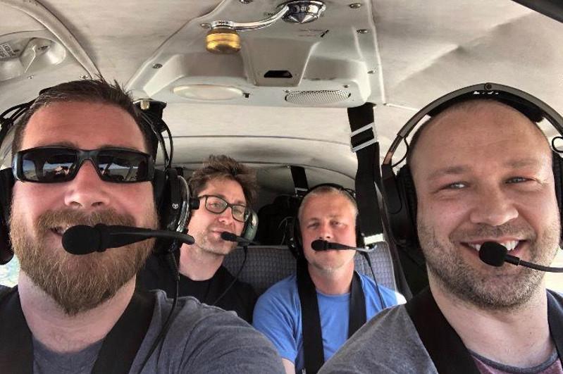 Четверо друзей погибли в крушении самолета в США