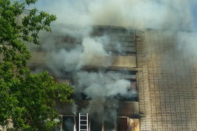 70-летняя бабушка эвакуирована из горящей квартиры в Кокшетау