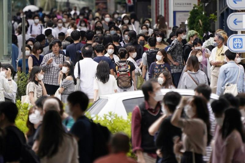 Tokyo mulls issuing warning as 34 coronavirus cases confirmed