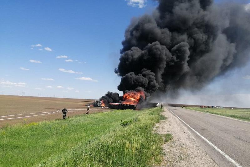 Бензовоз загорелся на трассе в Акмолинской области