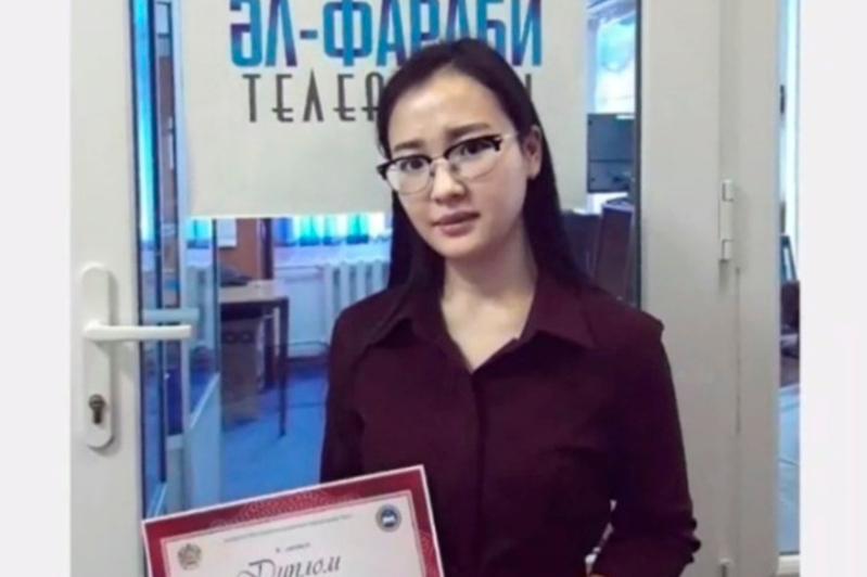 Almatyda jas tilshiler baıqaýy máresine jetti