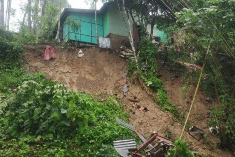 印度阿萨姆邦发生山体滑坡 已致20人死亡多人受伤