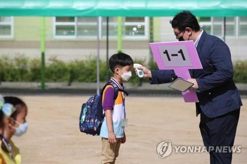 Schools to reopen to more pupils in S.Korea amid nagging concern over virus
