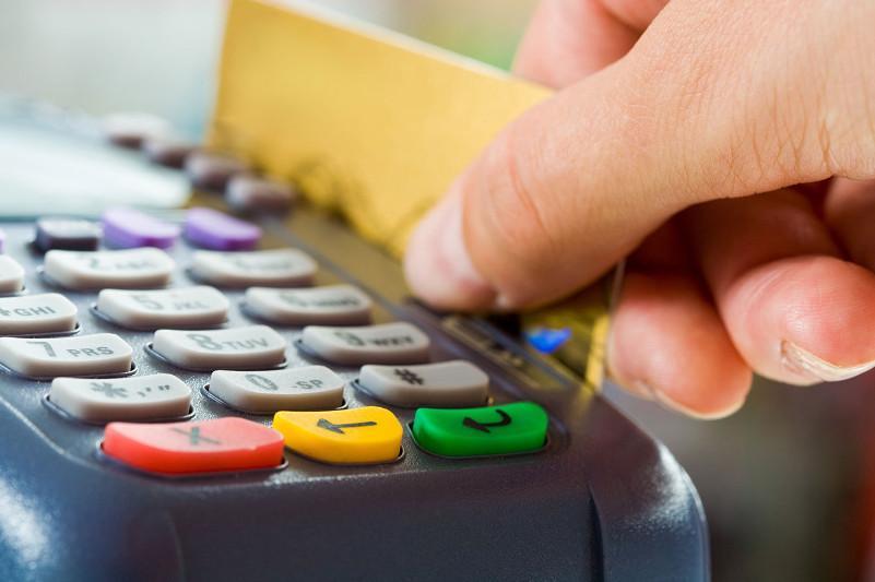 Казахстанцы во время карантина стали меньше пользоваться платежными карточками