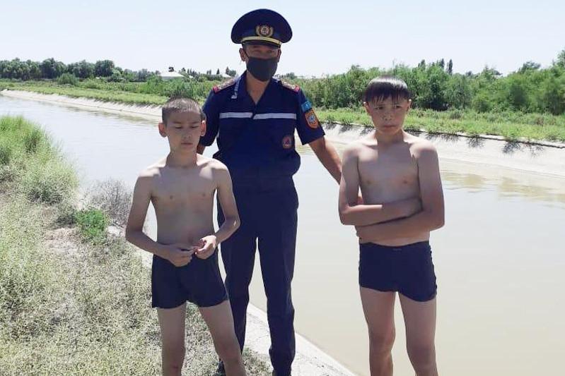 Двух тонущих детей спасли в Туркестанской области