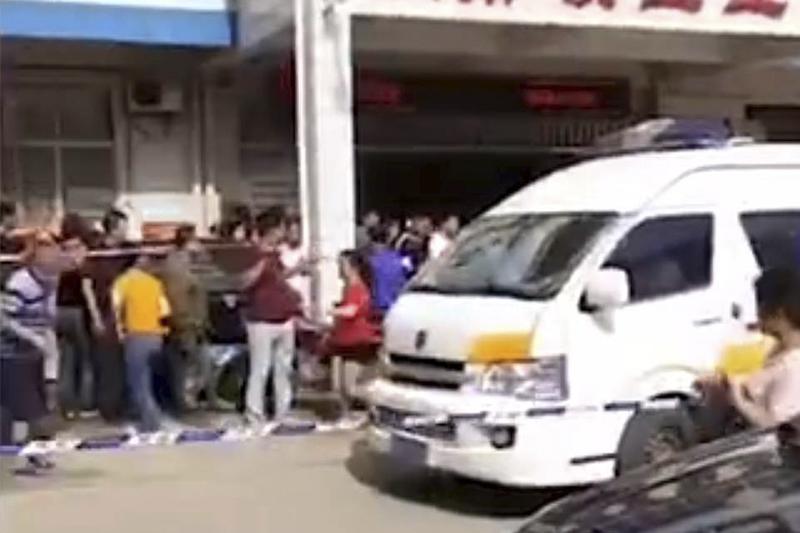 В результате ножевой атаки в одной из школ Китая ранены ученики и преподаватели