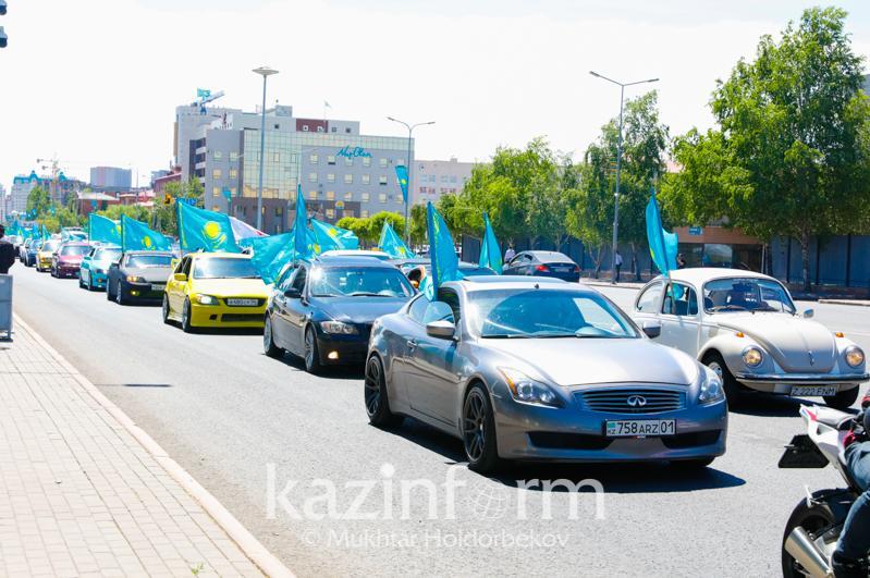 В столице начался автопробег в честь Дня государственных символов