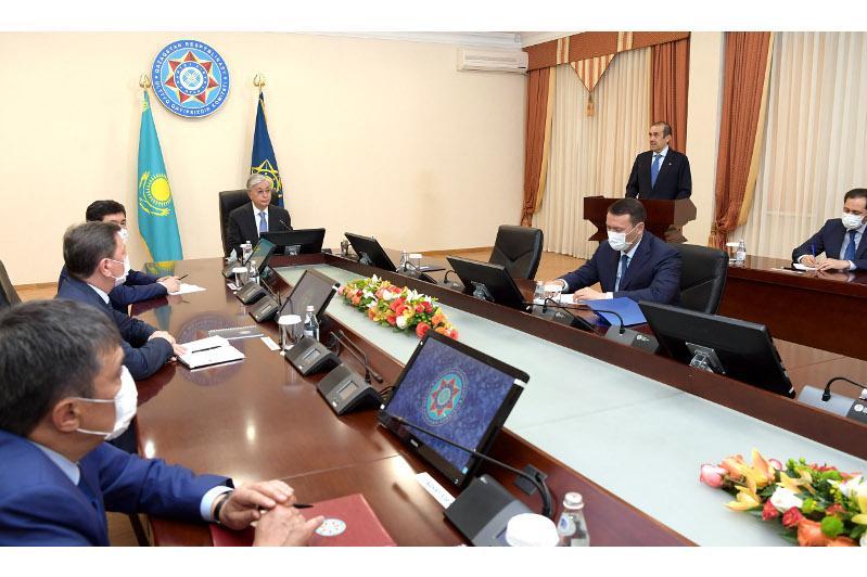 托卡耶夫总统主持召开国安委扩大会议