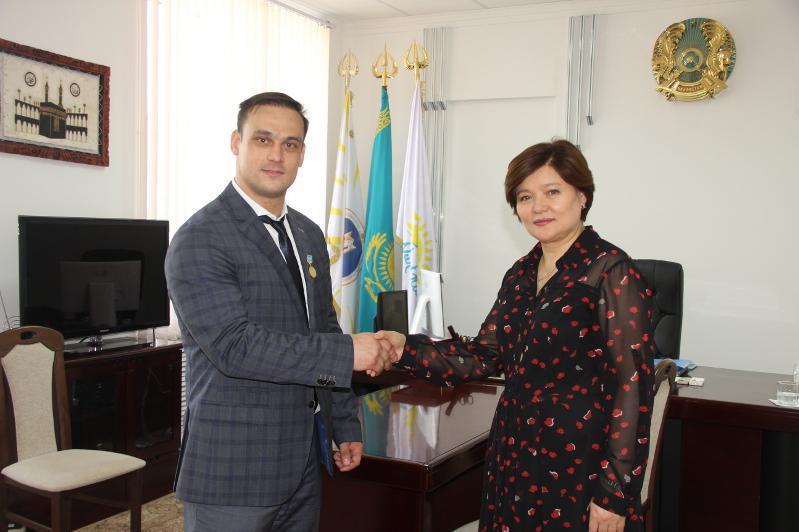 举重冠军伊林将在克孜勒奥尔达国家大学任教