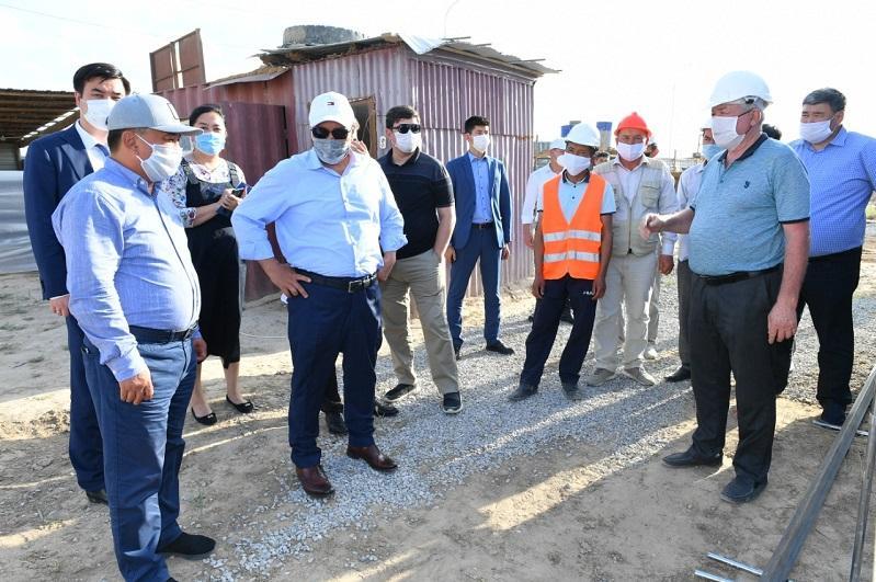 Умирзак Шукеев посетил новые строительные площадки в Арыси