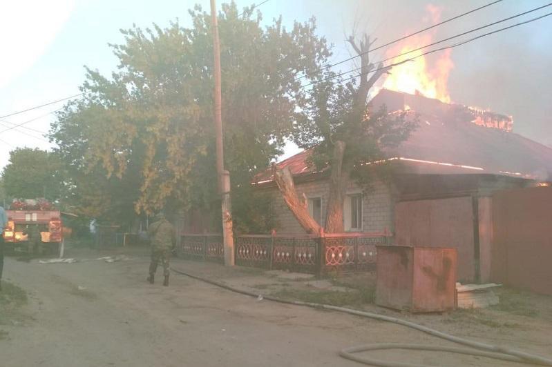 Крупный пожар в Семее: сгорел дом, хозпостройки и автомобиль