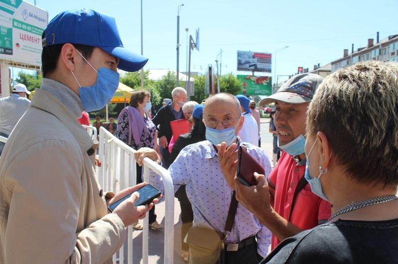 Волонтеры помогают ЦОНам Костаная консультировать граждан