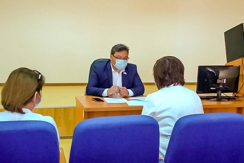 Общественники промониторили работу столичной поликлиники из-за жалоб пациентов