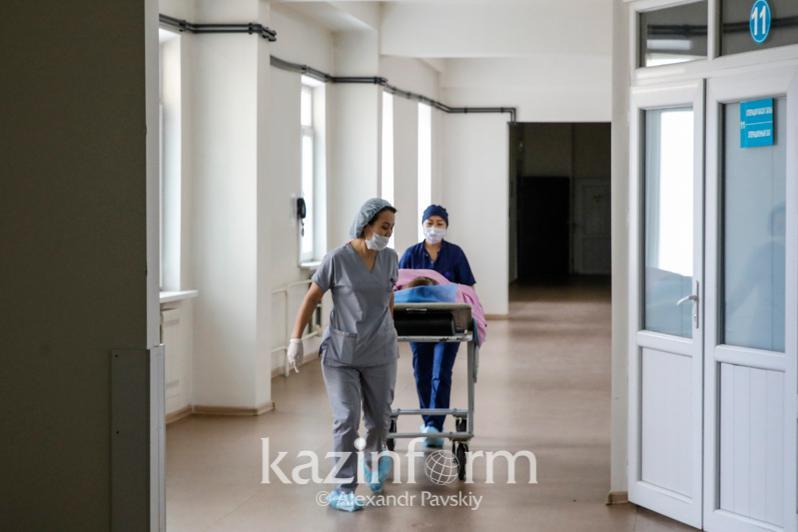 Получивших огнестрельное ранение мужчин готовят к операции в Караганде