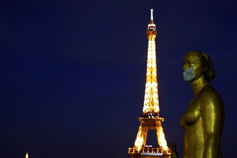 Эйфелева башня вновь открывает свои двери для посетителей 25 июня