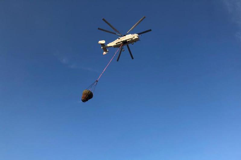К тушению пожара на мусорном полигоне в Алматинской области подключился вертолет