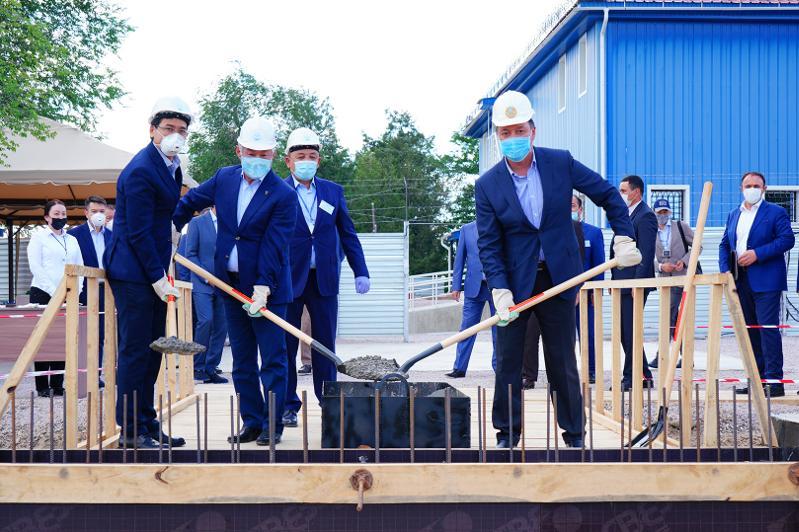 政府总理出席江布尔州新冠疫苗生产厂奠基仪式