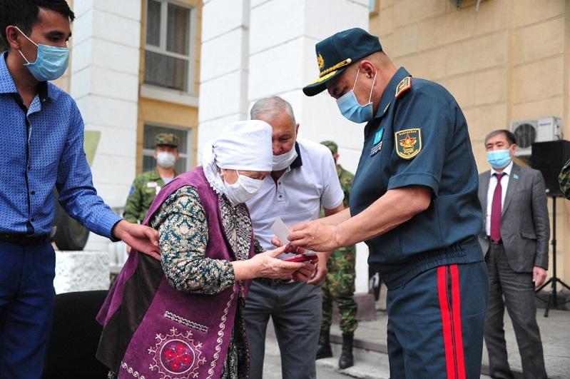 Останки погибшего в годы ВОВ под Смоленском казахского солдата перезахоронили на родине